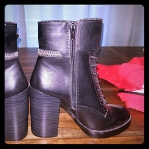 Combat chunk heel forever 21 boots NWOT